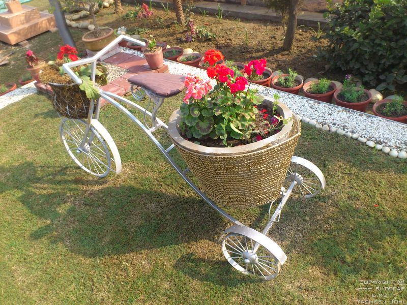 Superior METAL DECORATIVE GARDEN LAWN CYCLE FLOWERS BASKET GERANIUM GERBERA GARDEN  BLOG BUDSCAPE