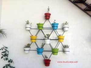 DECORATIVE WALL STAND FOR POTS